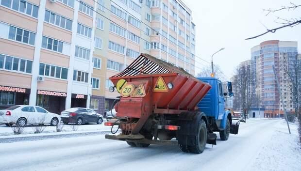 Почти 7 тыс рабочих расчищали снег в Подмосковье прошлой ночью