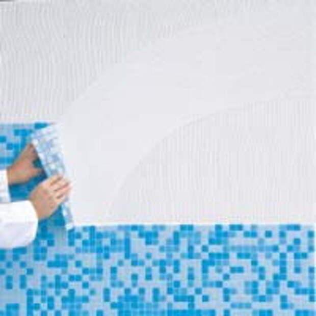Укладка мозаики на сетке на стену