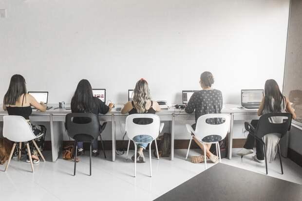 Россияне назвали самые раздражающие привычки коллег на работе