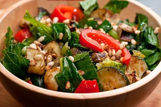 4 рецепта салатов с курицей и кабачками