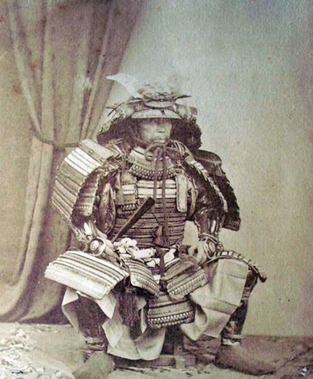 Японский воин в полной амуниции.