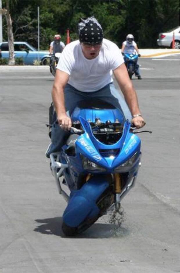 Главное, чтобы во время падения с носом водителя не получилось точно также, как с колесом его мотоцикла момент, подборка, провал