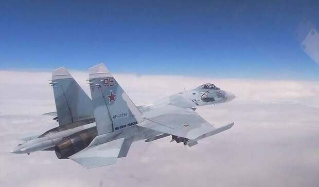 Су-27 перехватили стратегический бомбардировщик США