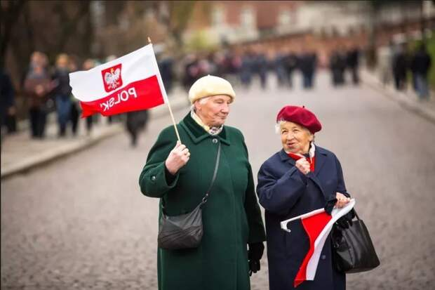 В Польше снизили возраст для выхода на пенсию! Причем сразу на 7 лет!!