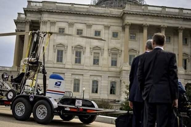 У здания конгресса США приземлился вертолет с почтальоном: пилот арестован