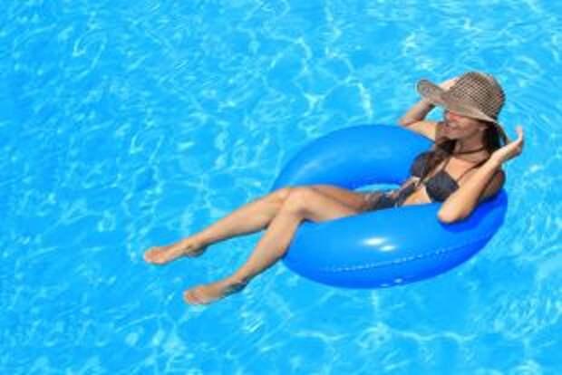 Можно ли случайно забеременеть, плавая в бассейне?