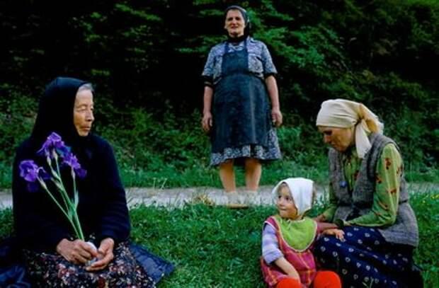 Бабушки в Трансильвании. (Фото Roger Hutchings / In Pictures / Corbis).