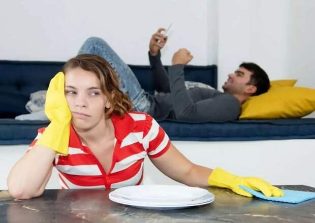 Муж был против, чтобы жена выходила на работу, поэтому дома ничего не делает