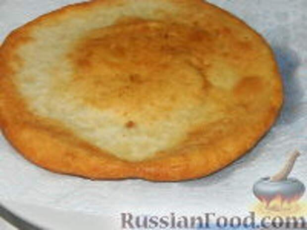 Фото приготовления рецепта: Лангош - венгерская лепешка - шаг №12
