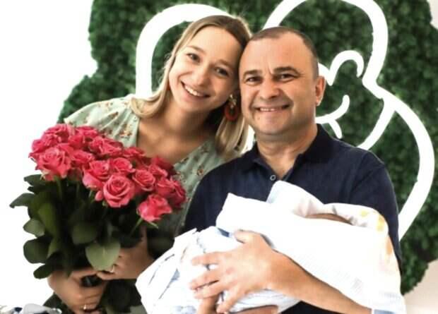 """Молодая жена Виктора Павлика показала, куда уехала с трехмесячным сыном без мужа: """"Мишенька впервые..."""""""