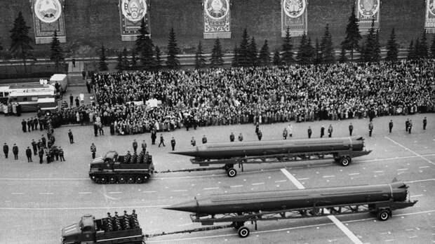 В США рассказали, за чем охотились западные разведки на советских парадах