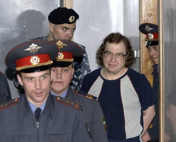 5-й день в московском морге одиноко лежит тело Сергея Мавроди. Оказывается, некому хоронить финансового гения.