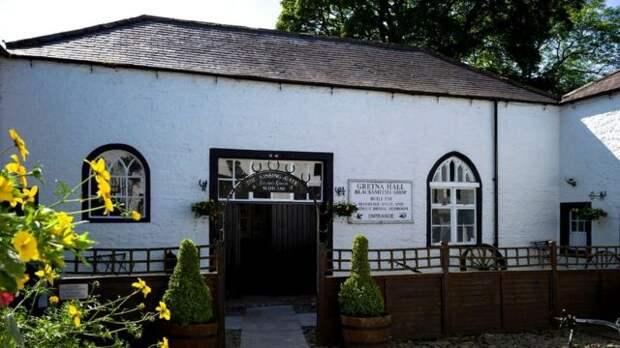 Знаменитая кузнечная мастерская в Гретне Грин привечала скрывавшихся любовников и использовалась для заключения браков по шотландскому закону