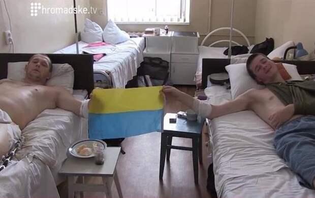 Раненый боец батальона  Донбасс : Нас лечат только перевязками