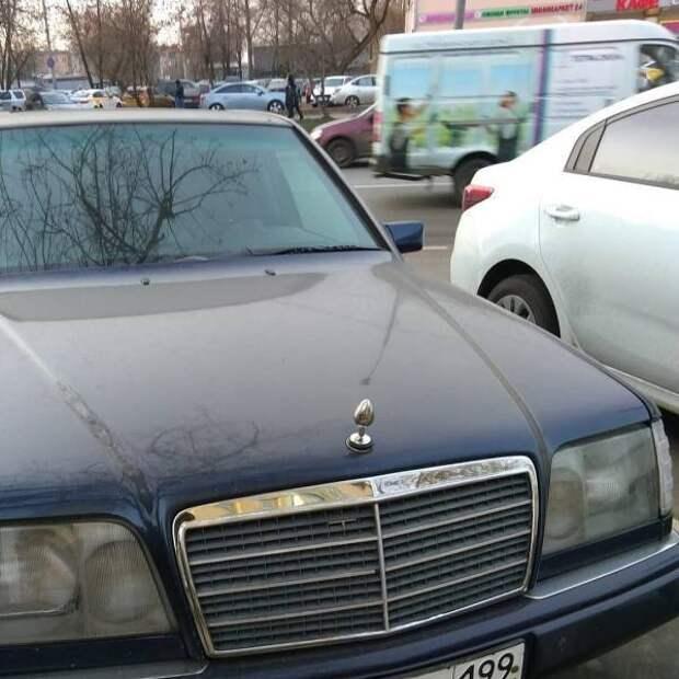 Необычный значок на автомобиле