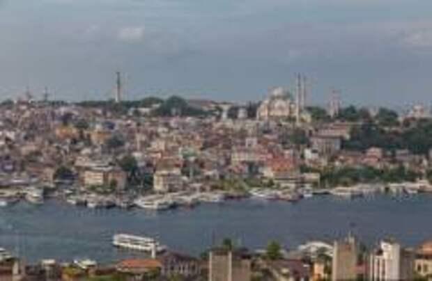 Землетрясение повредило сотни зданий в Стамбуле