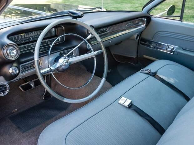 Представленный экземпляр 53-й. В шикарном состоянии, с пробегом 52,148 миль его в этом году продали на аукционе за $82,500. Cadillac Eldorado, cadillac, pininfarina, авто, автомобили, олдтаймер, ретро авто