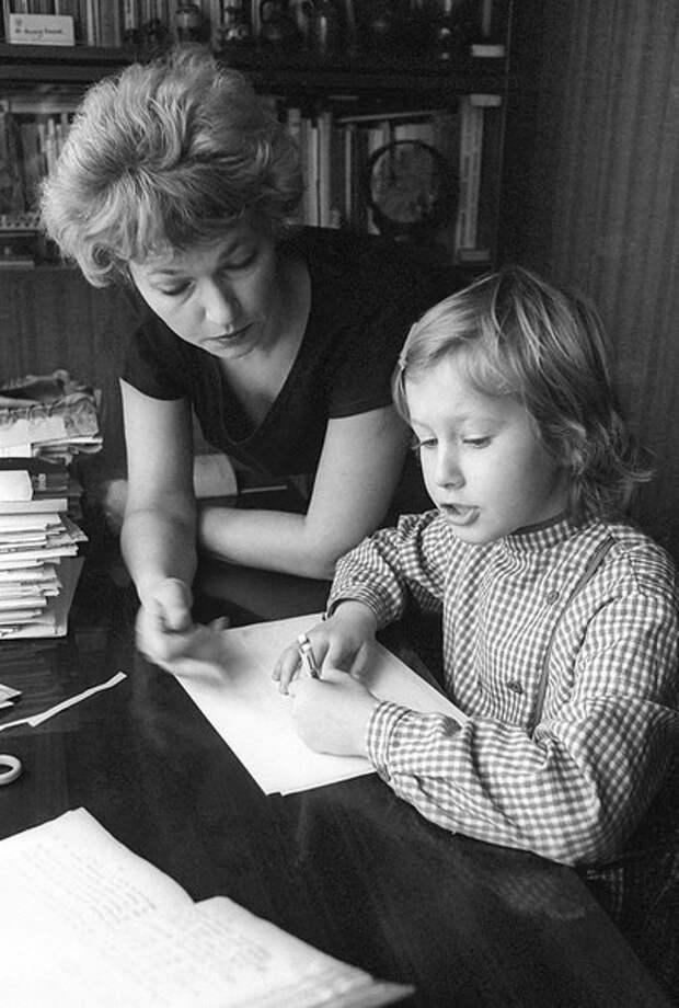Ксюша Собчак с мамой.