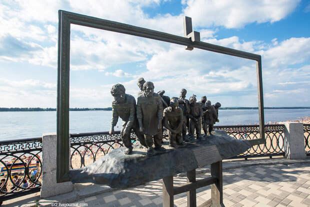 """Памятник картине """"""""Бурлаки на Волге"""". Самара"""