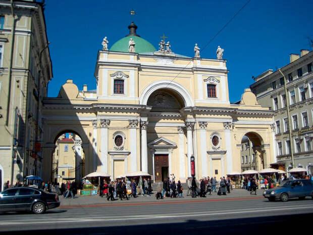 В церкви Святой Екатерины на Невском проспекте до 1938 года покоились останки Понятовского