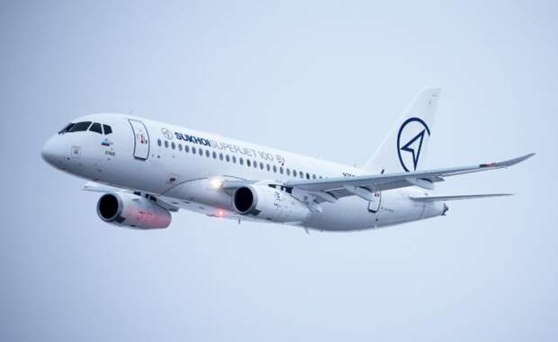 На фото: самолет Sukhoi Superjet 100