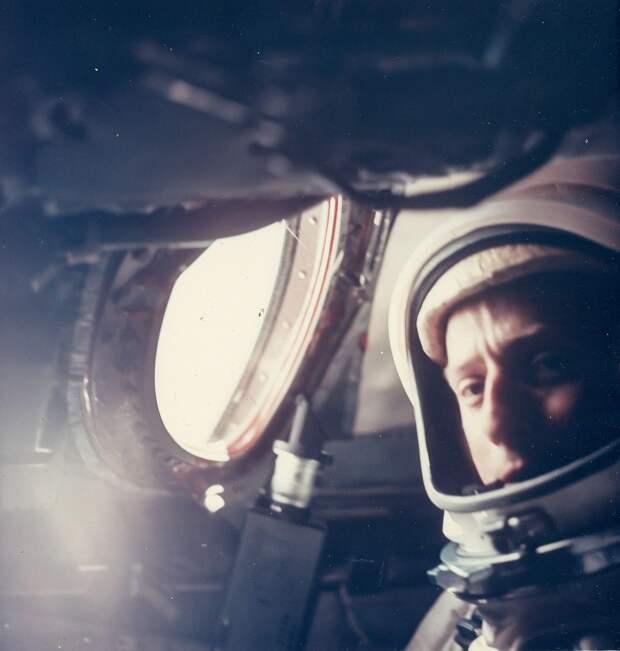40. 1965, 21 августа. Портрет космонавта Чарльза Конрада, сделанный во время полета «Джемини»-5