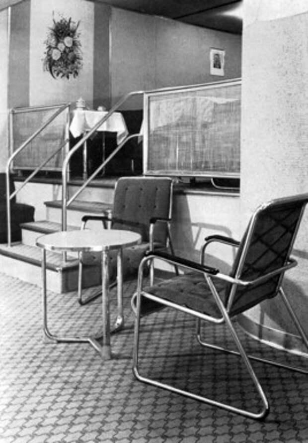 LZ-130 Комната отдыха, с лестницей на Столовой