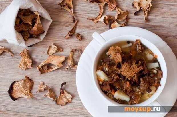 Салат с говяжьей печенью и сушеными грибами