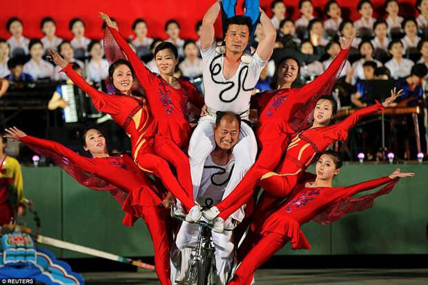 Безудержное веселье: как в Северной Корее отпраздновали съезд правящей партии