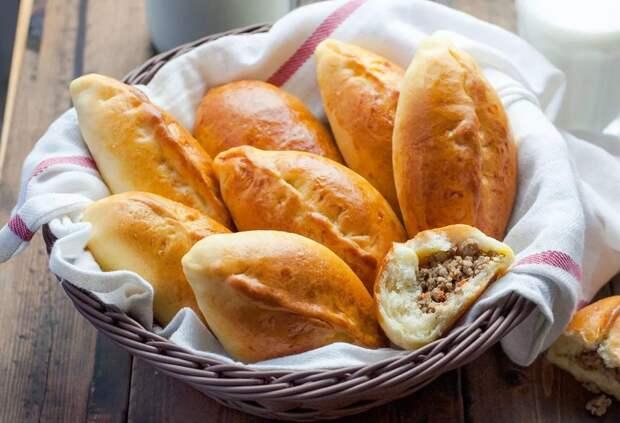 Пуховые пирожки с мясной начинкой