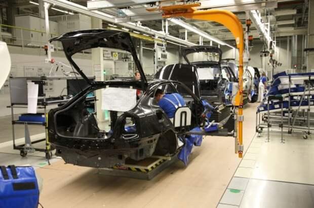 Завод VW в Калуге возобновил сборку авто и готовится к запуску обновленного Polo Sedan