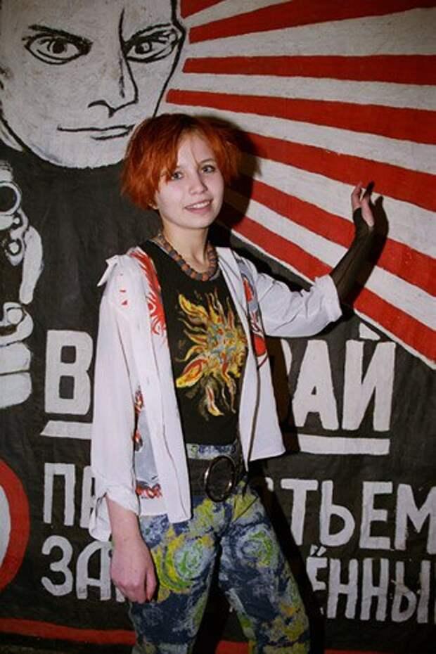 Фотосессия активисток ныне запрещённой партии НБП. 00-е.