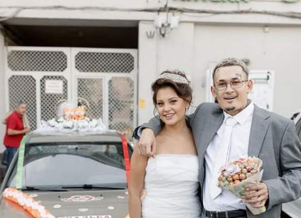 Речной трамвай и катафалк: необычные свадьбы российских звезд