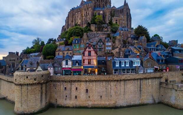 Каждые 18 лет в Мон-Сен-Мишель можно увидеть потрясающее явление. Вот что здесь происходит…