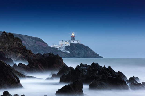 Для ценителей морских пейзажей: 15 самых красивых маяков Европы и США