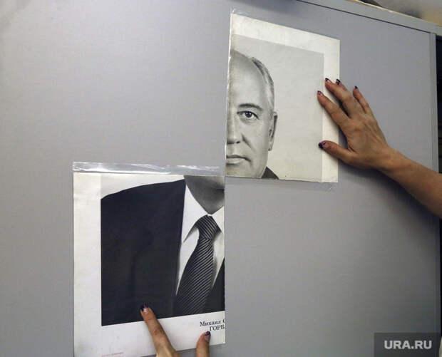 Выставка Коротича, портрет горбачева