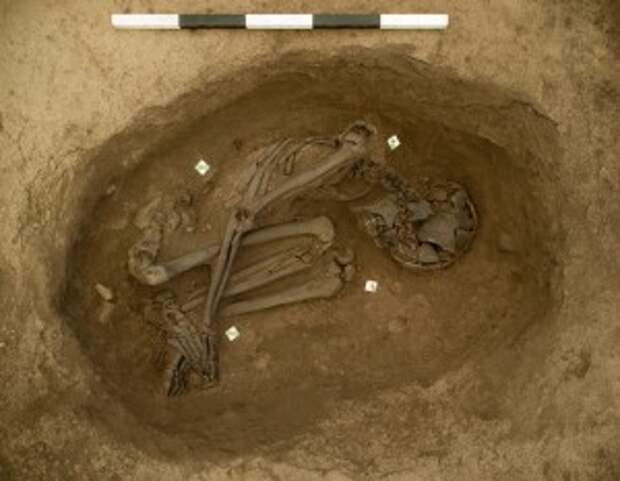 Неолитическое захоронение в Чатал-Хююке, найденное в 2012 г. под полом одного из домов.