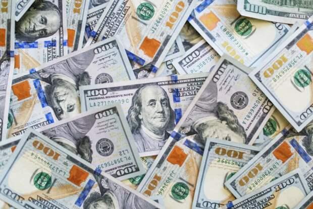 Женщине в США по ошибке отправили 1,2 миллиона долларов. Она купила на них дом и машину, и теперь ей грозит статья