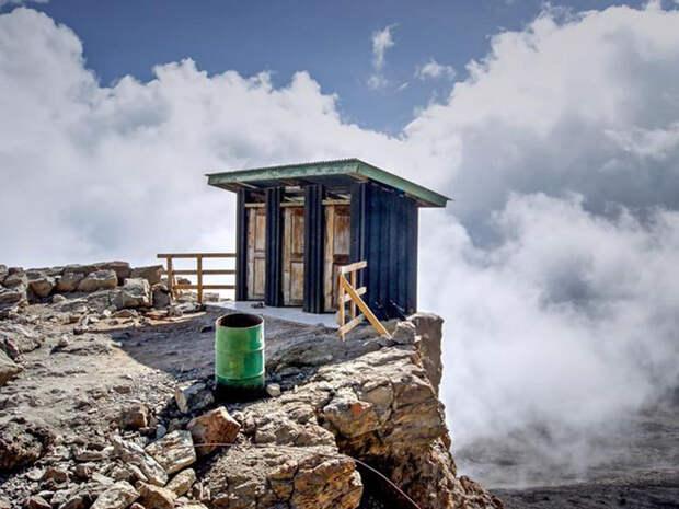 10 самых удивительных туалетов мира