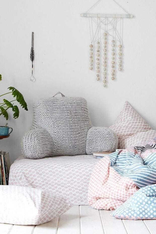 Интересная вязаная подушка
