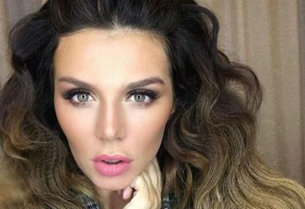 Экс-свекровь Седоковой обвинила артистку в том, что она бросила свою дочь
