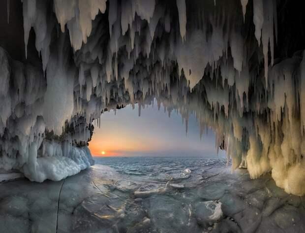 8. Пещера на о. Ольхон, озеро Байкал. Фото: Андрей Грачев