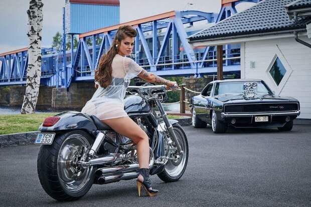 Фотографии были сделаны в Швеции на фоне американских мускул-каров и тюнингованных автомобилей. авто, автотюнинг, девушка, девушки и авто, женщина, календарь, мисс тюнинг, тюнинг