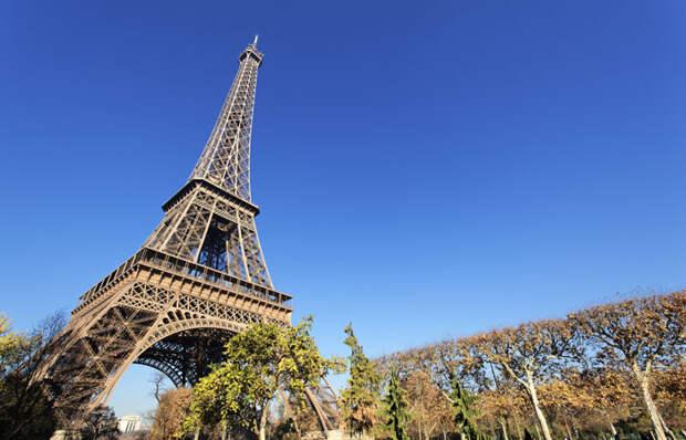 Кость в горле французской интеллигенции. За что деятели культуры ненавидели Эйфелеву башню