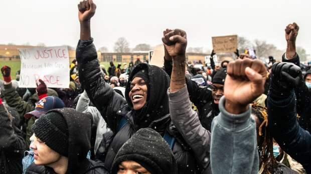 Протесты против полиции в Окленде переросли в беспорядки
