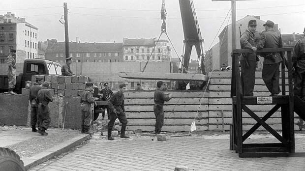 Строительство Берлинской стены. 31 июля 1961 года