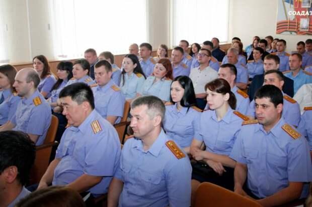 Следователи и офицеры СК сотнями вступают в казачество