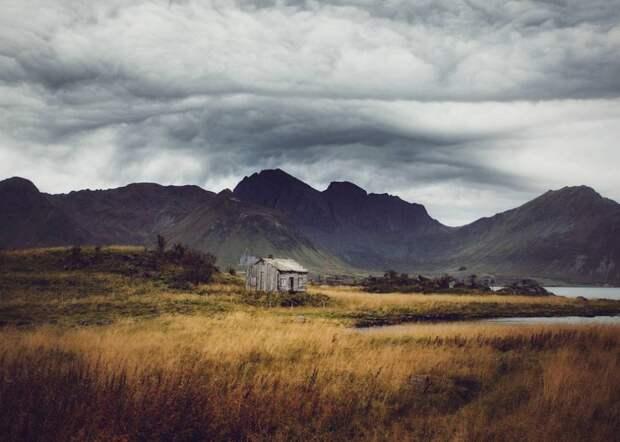 zabroshennye-udalennye-doma-za-severnym-polyarnym-krugom-fotograf-Britt-Mari-Bay_15