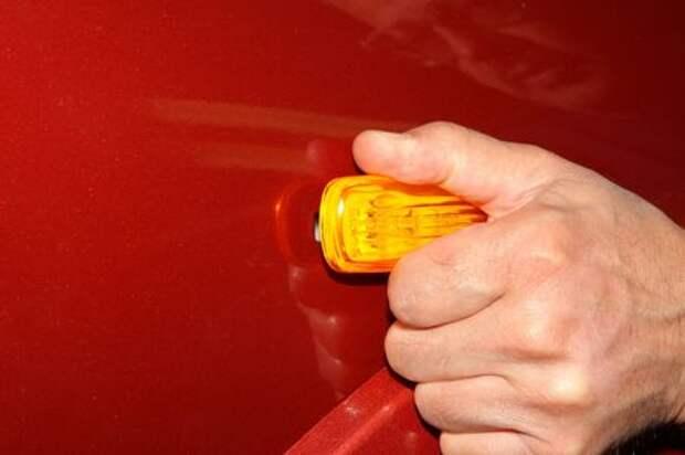 Как заменить лампу бокового указателя поворота Chevrolet Niva