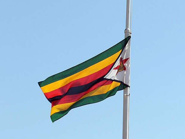 В Зимбабве военный вертолет рухнул на жилой дом и схоронил экипаж и маленького ребенка